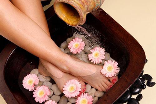 massage-foot-massage-chan-voi-thao-duoc